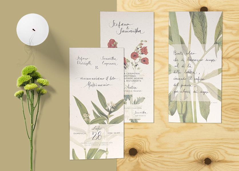 coordinato grafico matrimonio: mockup di partecipazioni su piano in legno